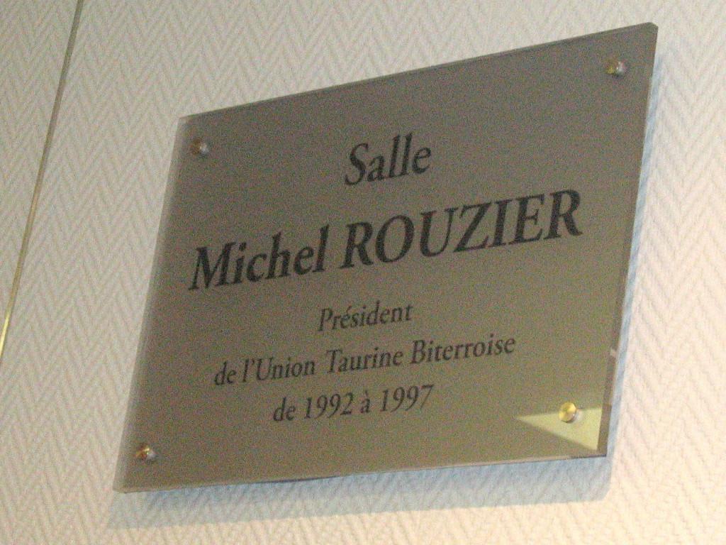 plaque M R